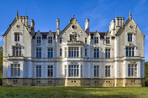 Découvrez 5 châteaux mis en vente par Coldwell Banker