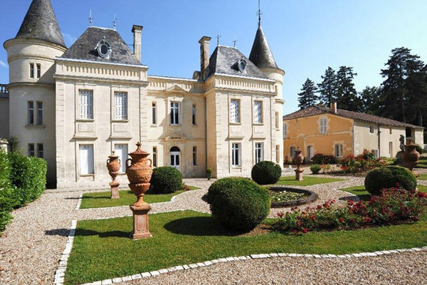 5 French châteaux for sale in the Coldwell Banker network